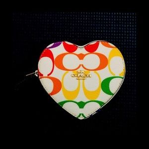 🌼Coach Rainbow Heart Zip Coin Case